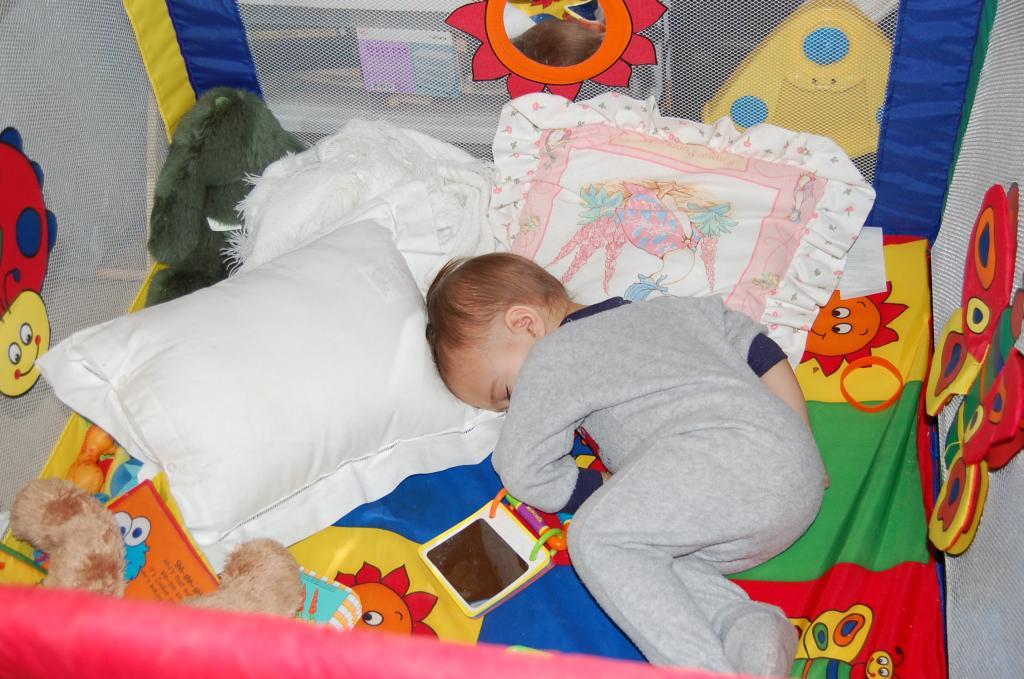 Ребенку 1 год спит днем 1 раз